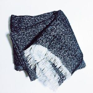 ZARA Blue / White Herringbone Blanket Scarf